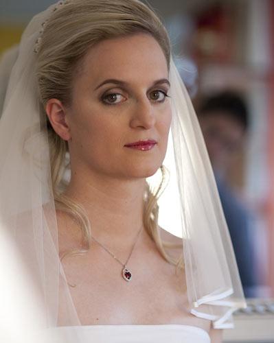 Brautfrisur Airbrush Braut Make Up Weiblichkeit Im Business
